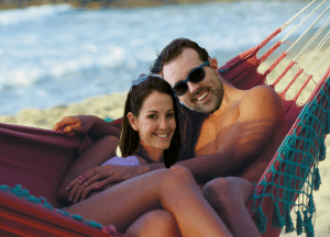 couple-in-hammock-lrgr